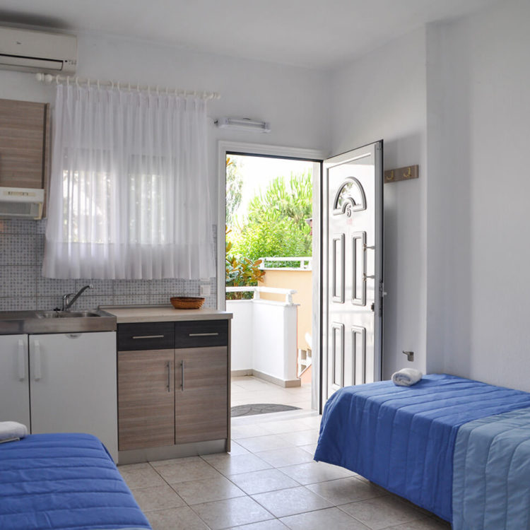 Booking Apartment up to 4 persons Meandros Village Vrasna Beach www.meandrosvillage.gr