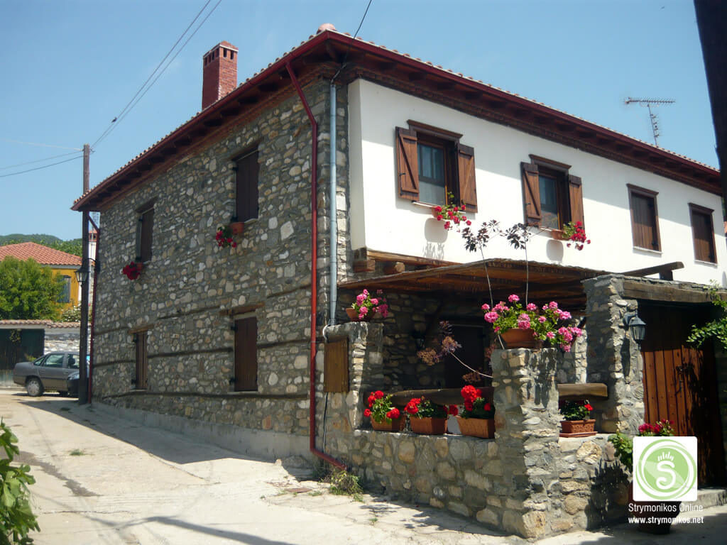 Traditional house at Vrasna